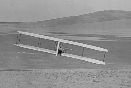 440px-1902_Wright_glider_turns